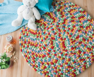 How to Style a Pom Pom Rug and use pastel colours in your home
