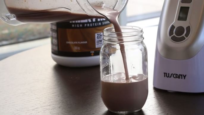 "How to Make a ""Chunky Monkey"" Breakfast Protein Smoothie"